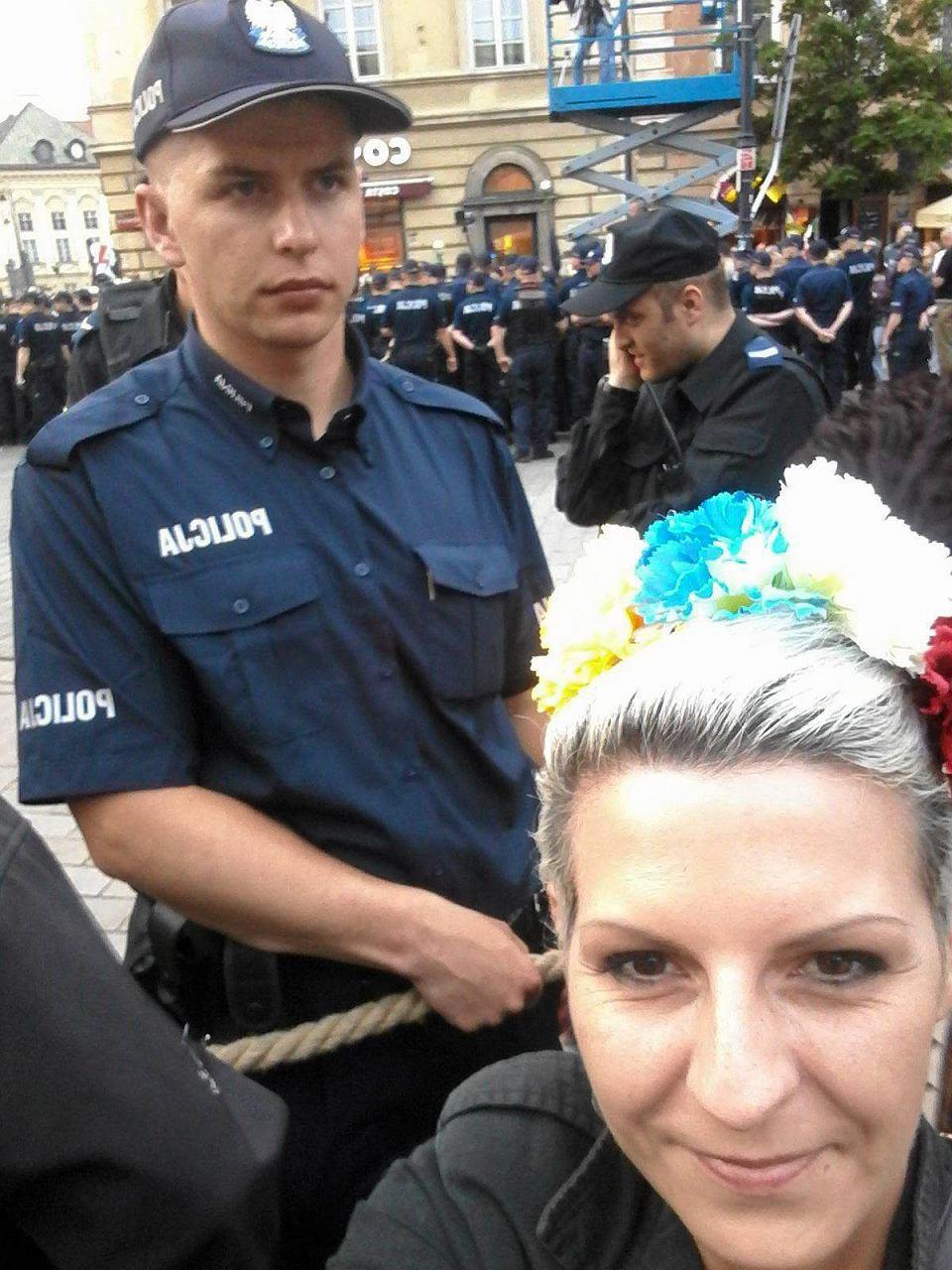 z21963334VPrzedstawicielki-Slaskich-Perel-demonstrowaly-10-c