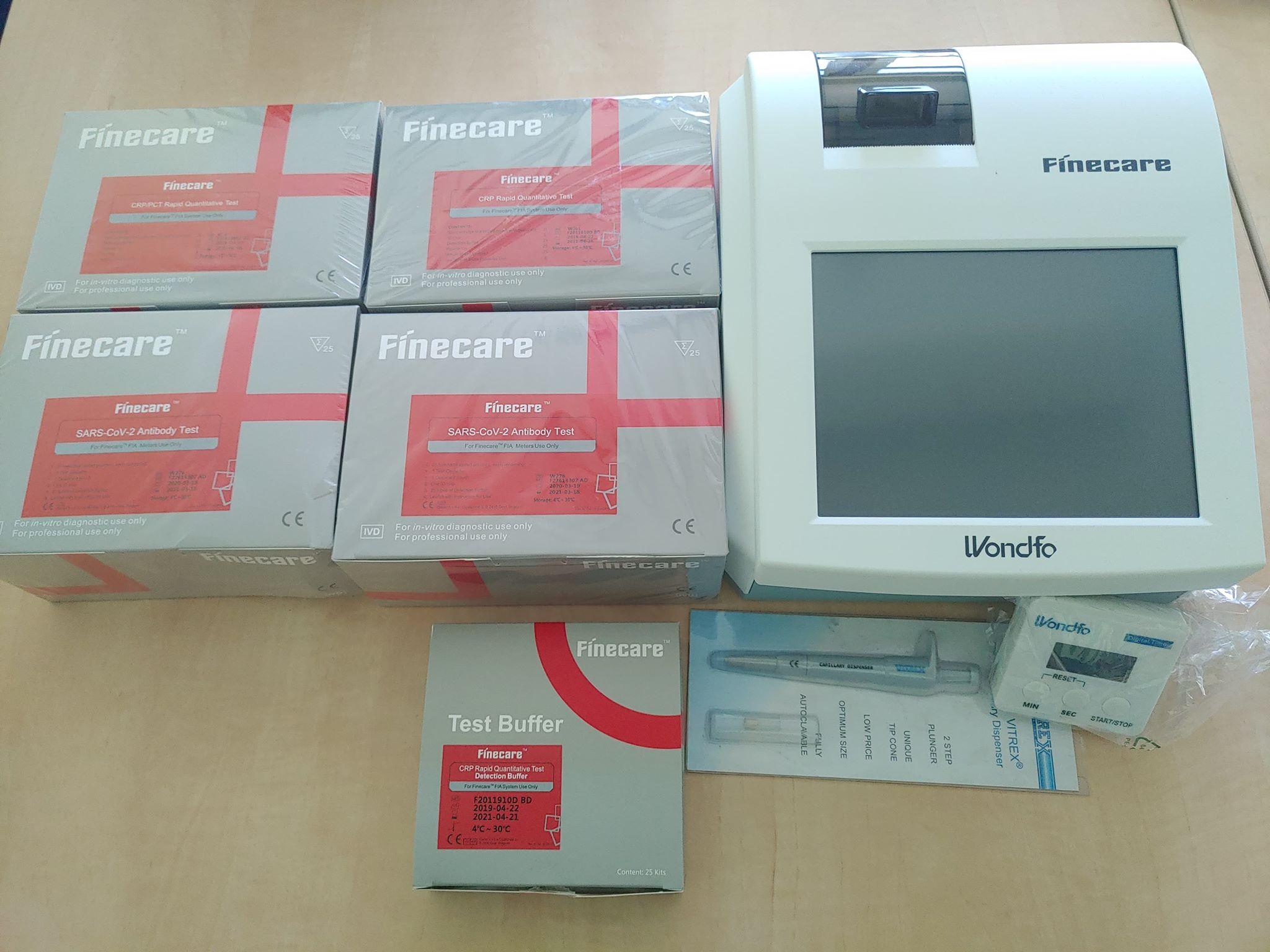 analizator laboratoryjny FINECARE™ FIA METER PLUS wraz z zestawem odczynników i dyspenserem